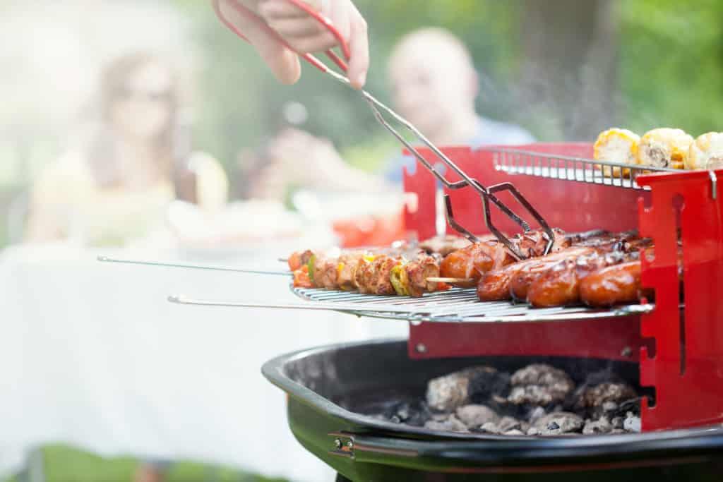 Für ein Grillfest mit Freunden brauchen Sie das richtige Equiment, damit die Party auch ein ganzer Erfolgt wird.